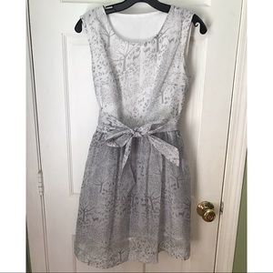 Cute grey dress with removable bow